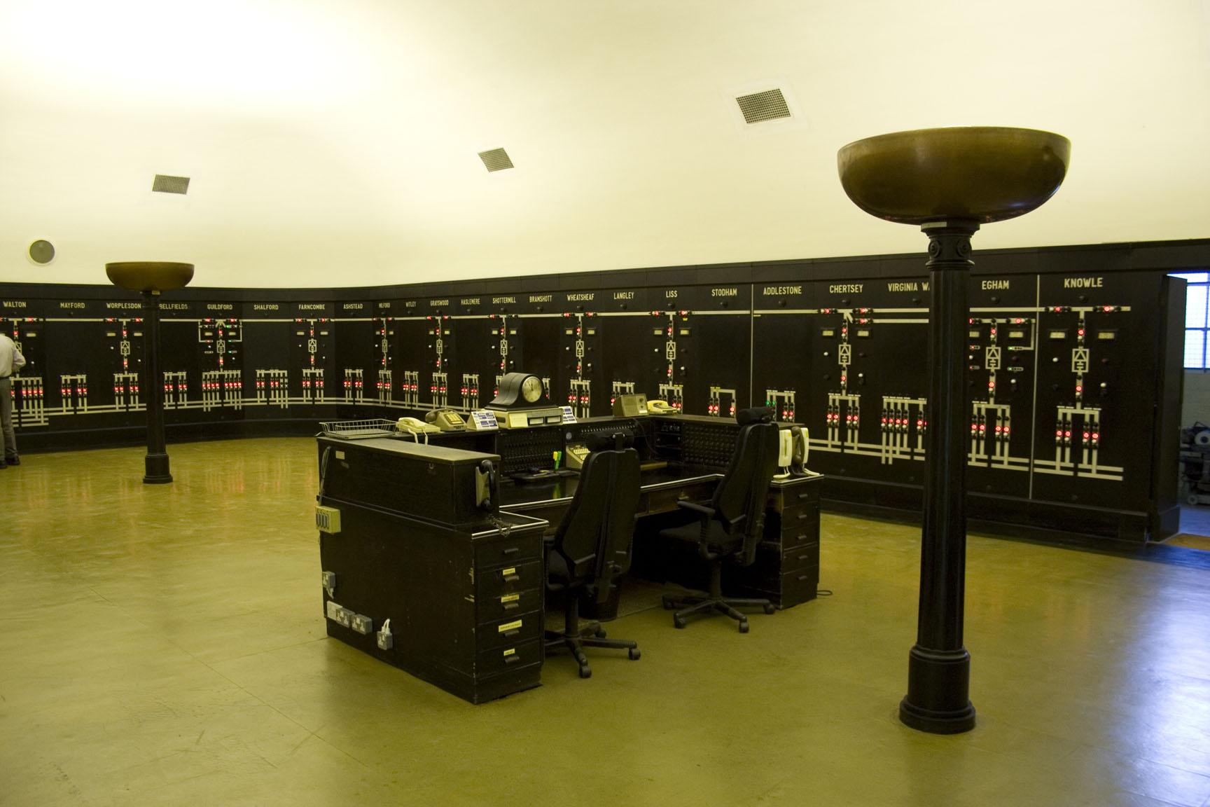 visit an art-deco railway control room – ianvisits