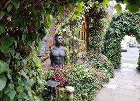 Sarastro's floral facade