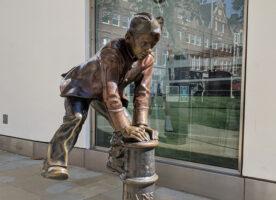 London's Public Art: Two Pupils