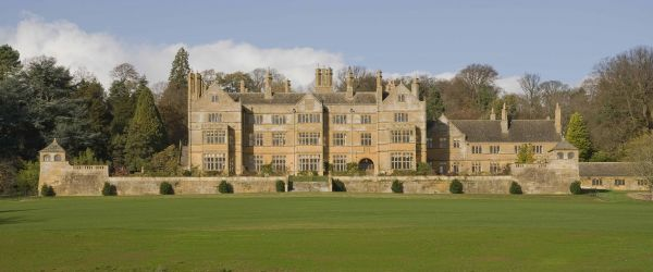 The Architecture of Sir Ernest George: The Larger Country Houses
