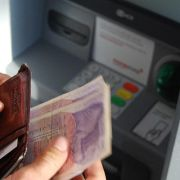 Cash and Dash: How ATMs and Computers Changed Banking