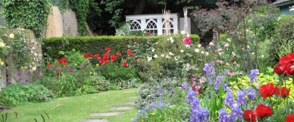 Visit a garden - Kew Green Gardens