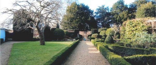 Visit a garden - Trumpeters' House & Sarah's Garden